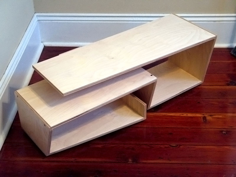 Custom serpentine media shelf; www.justinbuilds.com